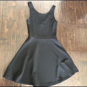 h & m black dress